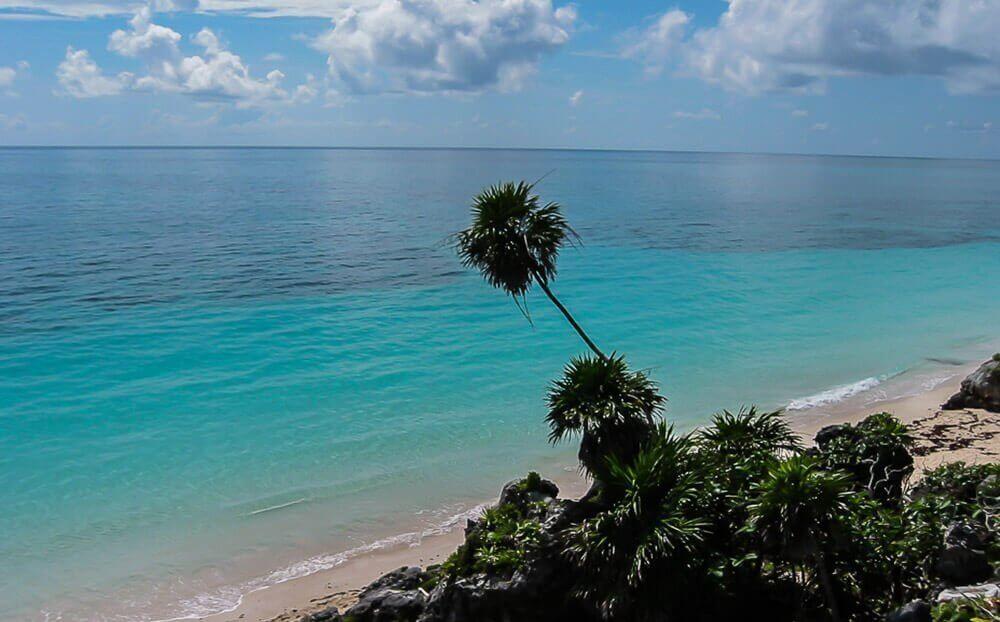 Strand van Tulum aan de Riviera Maya in Mexico