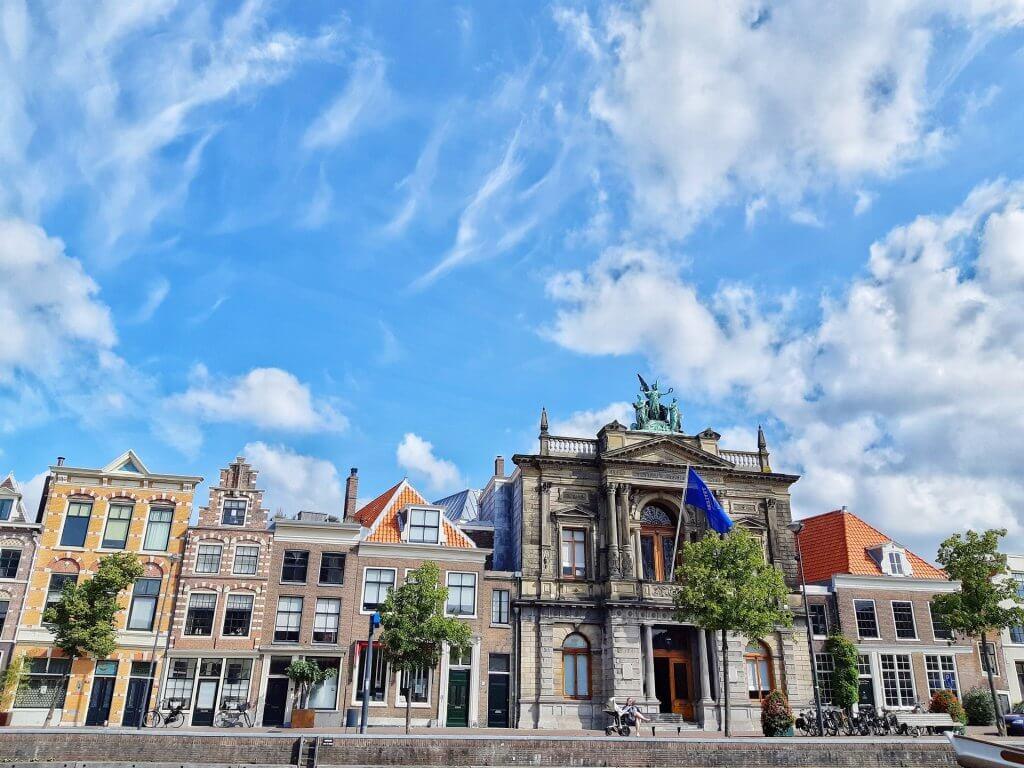 Voorkant Teylers Museum in Haarlem