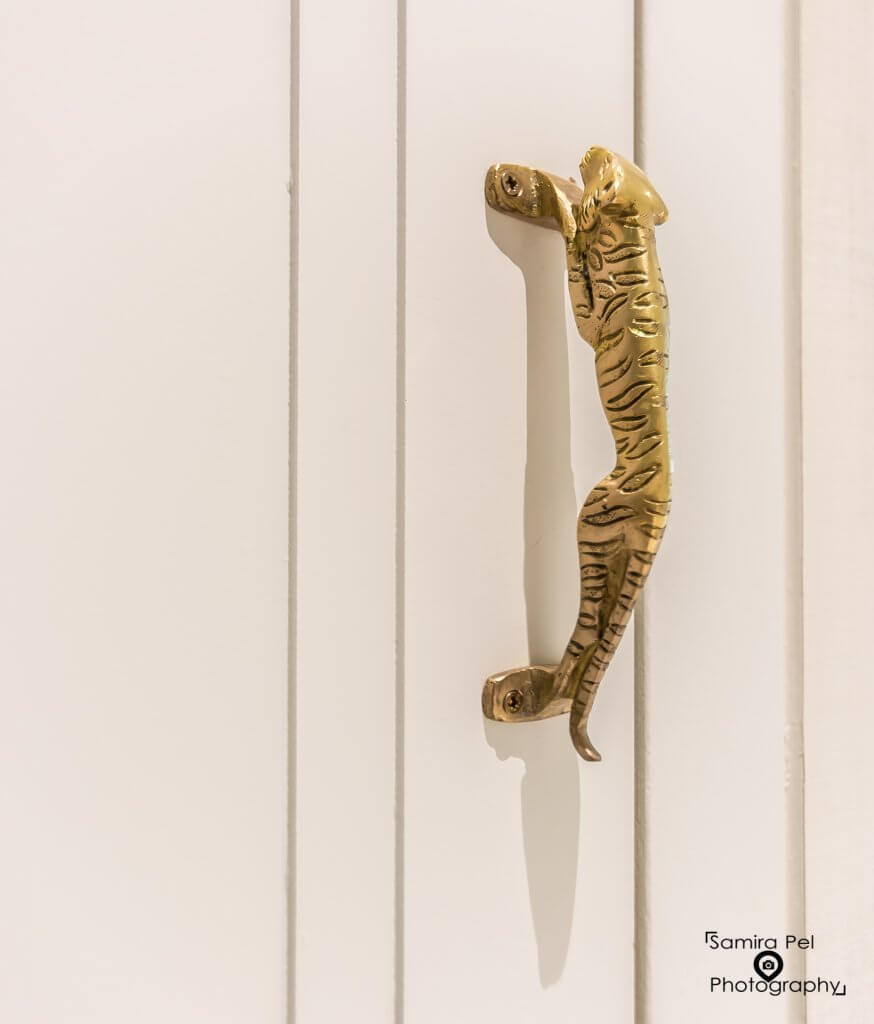 Ivy Boutique Wellness jaguar doorhandle